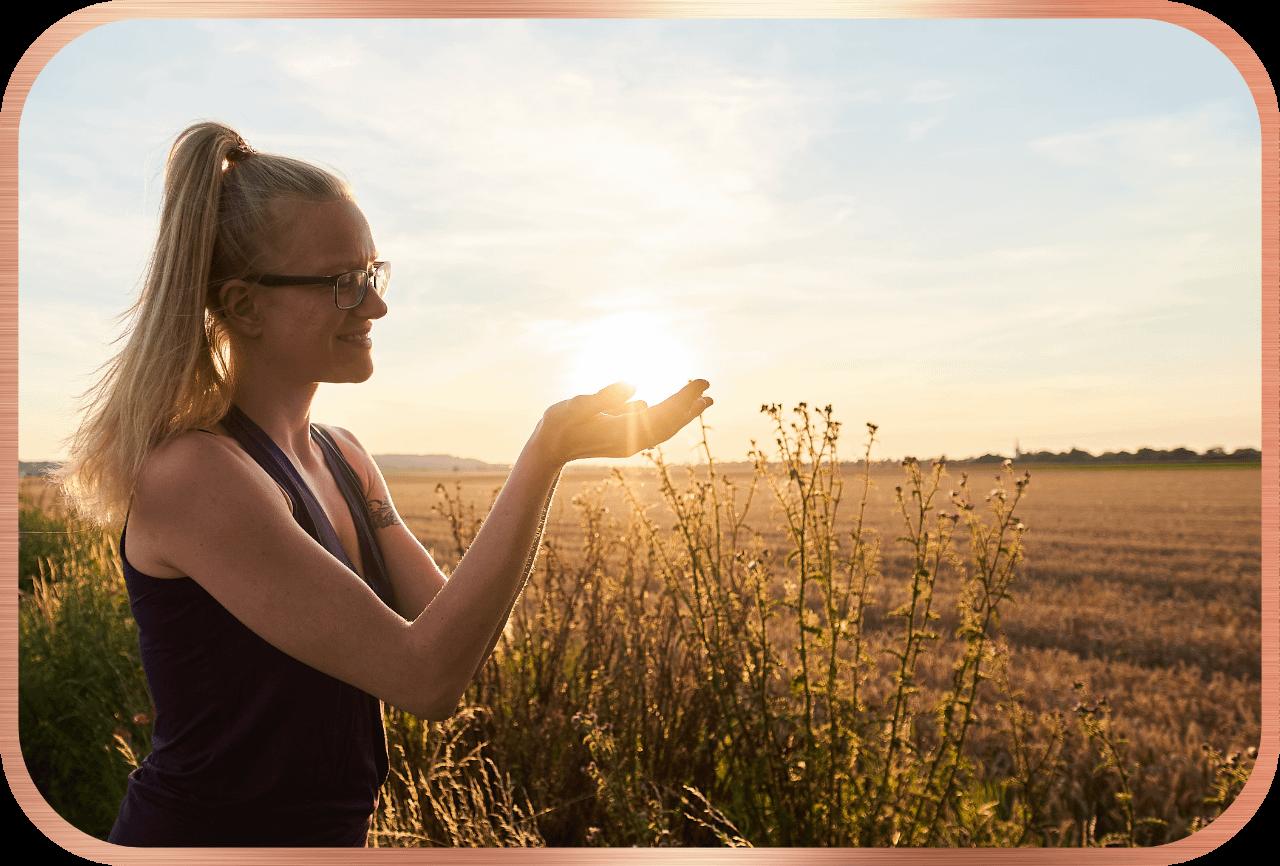 Lisa Jara - Am Feld mit Sonne